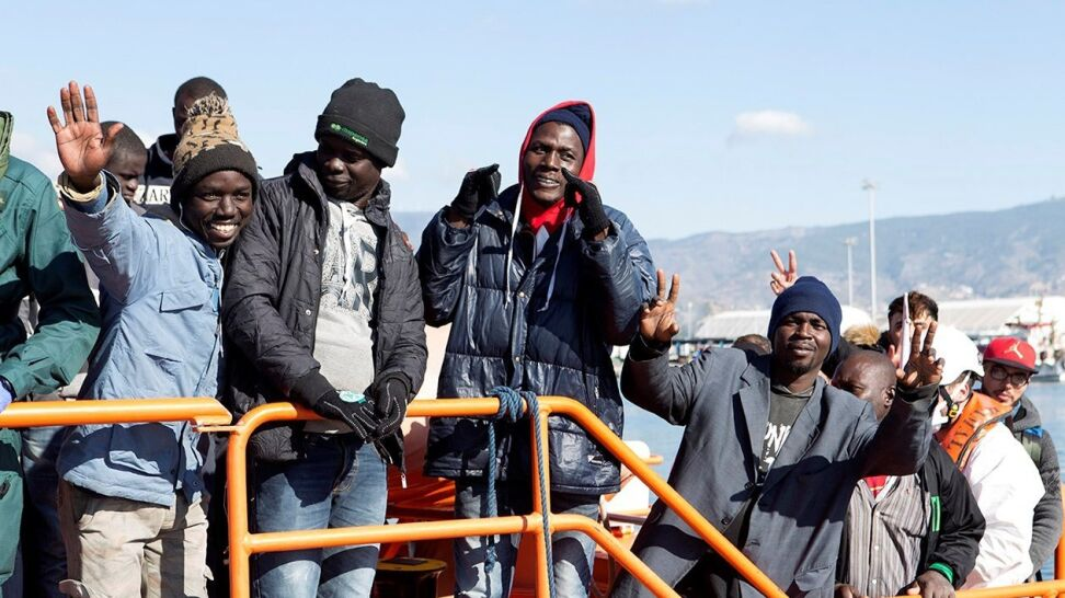 Uratowali ponad 650 nielegalnych imigrantów na morzu