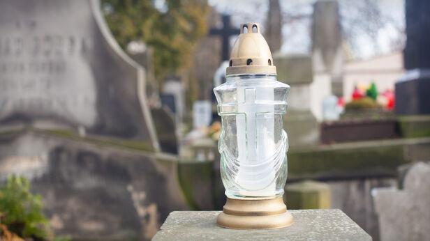 Akcja na cmentarzu (zdjęcie ilustracyjne) Shutterstock