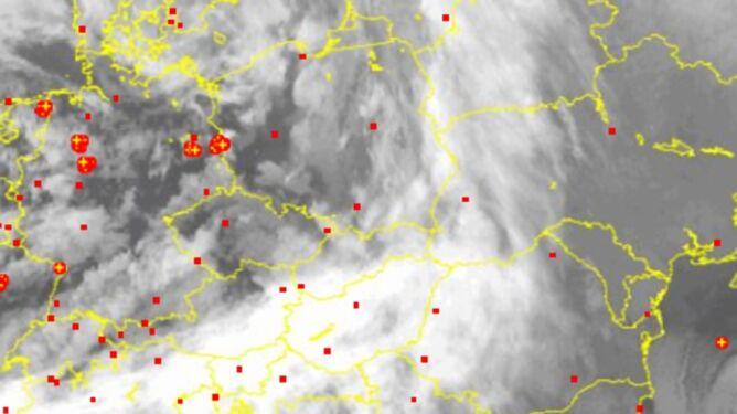 Wyładowania atmosferyczne nad Polską oznaczono plusami
